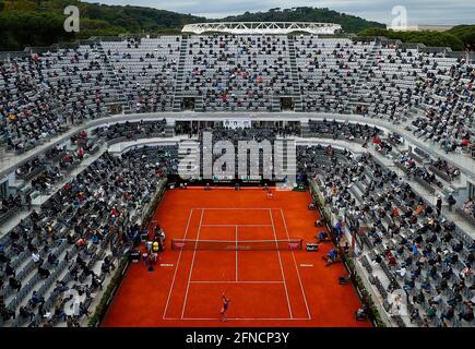 Tennis - ATP Masters 1000 - Open Italiano - Foro Italico, Roma - 16 Maggio 2021 Vista generale all'interno dello stadio durante la partita REUTERS/Guglielmo Mangiapane