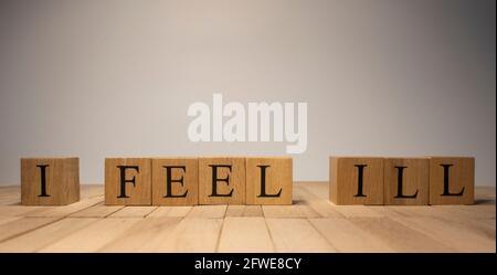 La parola che mi sono ammalata è stata creata da cubetti di legno. Salute e vita. Primo piano.