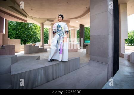 L'architetto Sumayya Vally durante un'anteprima stampa per il Padiglione Serpentine 2021, progettato da Practice Counterspace di Johannesburg, presso la Serpentine Gallery di Londra. Data immagine: Martedì 8 giugno 2021.