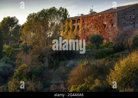 Tramonto alla casa di campagna la Garriga de Castelladral, in un giorno d'autunno (Navàs, Barcellona, Catalogna, Spagna) ESP: Atardecer en la Garriga de Castelladral