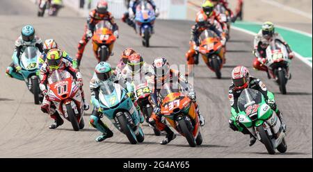 Hohenstein Ernstthal, Germania. 20 Giugno 2021. Motorsport/Moto, Gran Premio di Germania, Moto3 al Sachsenring: Il campo dei piloti Moto3 guida in pista. Credit: Jan Woitas/dpa-Zentralbild/dpa/Alamy Live News