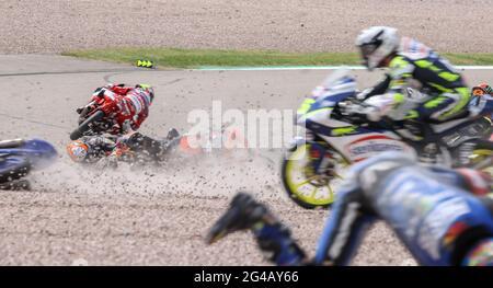 Hohenstein Ernstthal, Germania. 20 Giugno 2021. Motorsport/Moto, Gran Premio di Germania, Moto3 al Sachsenring: Diversi piloti si schiantano. Credit: Jan Woitas/dpa-Zentralbild/dpa/Alamy Live News