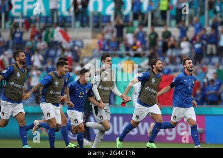 Roma. 20 Giugno 2021. I giocatori italiani festeggiano la vittoria dopo la partita di calcio del Gruppo UEFA EURO 2020 TRA Italia e Galles allo Stadio Olimpico di Roma il 20 giugno 2021. Credit: Cheng Tingting/Xinhua/Alamy Live News