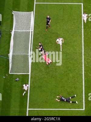 Calcio Calcio - Euro 2020 - Round of 16 - Inghilterra contro Germania - Wembley Stadium, Londra, Gran Bretagna - 29 giugno 2021 il Raheem Sterling dell'Inghilterra celebra il suo primo goal REUTERS/Carl Recine