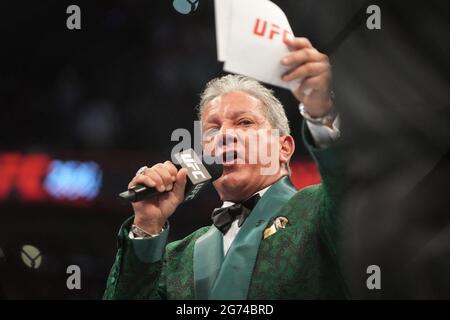 Las Vegas, Stati Uniti. 10 luglio 2021. Bruce buffer, l'annunciatore ufficiale di ottagoni durante l'evento UFC 264 - Poirier vs McGregor 3 alla T-Mobile Arena il 10 luglio 2021 a Las Vegas, NV, USA. Photo by Louis Grasse/PxImages/ABACAPRESS.COM Credit: Abaca Press/Alamy Live News