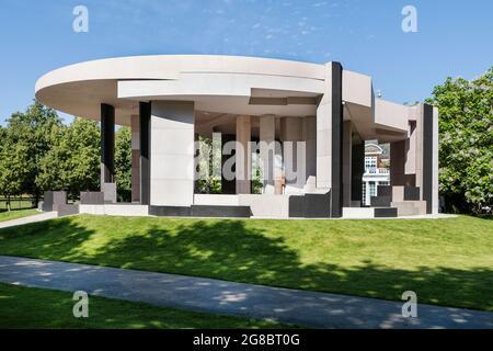 Il padiglione estivo della Galleria d'Arte della Serpentina del 2021, progettato da Counterspace. Londra, Regno Unito