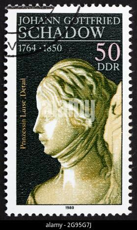DDR - CIRCA 1981: Un francobollo stampato in DDR mostra la principessa Luise, dettaglio di scultura di Johann Gottfried Schadow, scultura di Corte prussiana, circa 1981