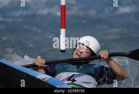 Tokyo, Giappone. 27 luglio 2021. L'Italia Stefanie Horn compete nelle semifinali del concorso femminile Kayak Slalom alle Olimpiadi estive di Tokyo, in Giappone, martedì 27 luglio 2021. Foto di Bob strong/UPI. Credit: UPI/Alamy Live News