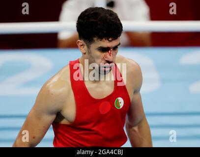 Tokyo 2020 Olimpiadi - Boxing - Mid-weight maschile - ultimi 16 - Kokugikan Arena - Tokyo, Giappone - 29 luglio 2021. Younes Nemouchi di Algeria. REUTERS/Ueslei Marcelino