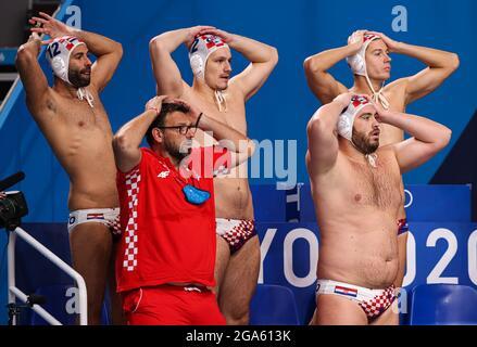 Tokyo, Giappone. 29 luglio 2021. I membri della squadra Croazia reagiscono durante la partita preliminare maschile di polo d'acqua tra Croazia e Montenegro ai Giochi Olimpici di Tokyo 2020, in Giappone, il 29 luglio 2021. Credit: Wang Jingqiang/Xinhua/Alamy Live News