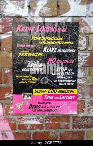 Poster, dimostrazione contro CDU, danza il Laschet, Berlino, Germania