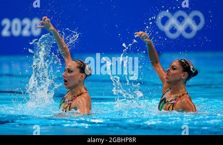 Linda Cerruti e Costanza ferro in Italia si sfidano nella finale del Nuoto artistico al Tokyo Aquatics Center il dodicesimo giorno dei Giochi Olimpici di Tokyo 2020 in Giappone. Data immagine: Mercoledì 4 agosto 2021.