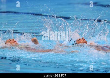 Tokyo, Giappone. 4 agosto 2021. Linda Cerruti e Costanza ferro in Italia si esibiscono durante l'evento di nuoto artistico finale di routine in duetto alle Olimpiadi estive del 2020, presso il Tokyo Aquatics Center. Credit: Sergei Bobylev/TASS/Alamy Live News