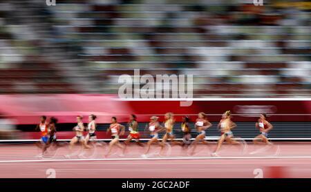 Tokyo 2020 Olimpiadi - Atletica - Donne 1500m - finale - Stadio Olimpico, Tokyo, Giappone - 6 agosto 2021. Gli atleti competono REUTERS/Phil Noble