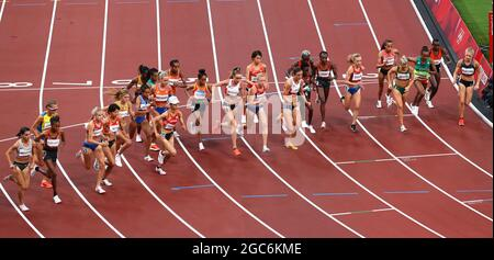 Tokyo 2020 Olimpiadi - Atletica - Donne 10000m - Stadio Olimpico, Tokyo, Giappone - 7 agosto 2021. Vista generale all'inizio della gara REUTERS/Phil Noble