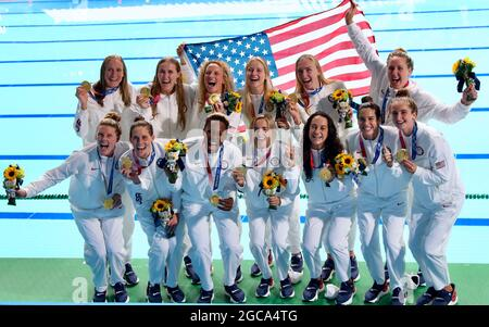Tokyo, Giappone. 7 agosto 2021. La squadra degli Stati Uniti celebra la vittoria dell'oro battendo la Spagna nella finale della polo d'acqua femminile, i Giochi Olimpici di Tokyo 2020. (Credit Image: © Jon Gaede/ZUMA Press Wire Service)