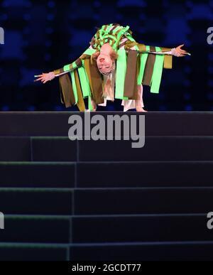 Tokyo, Giappone. 8 agosto 2021. Un artista si esibisce durante la cerimonia di chiusura dei Giochi Olimpici di Tokyo 2020 a Tokyo, Giappone, 8 agosto 2021. Credit: CaO Can/Xinhua/Alamy Live News