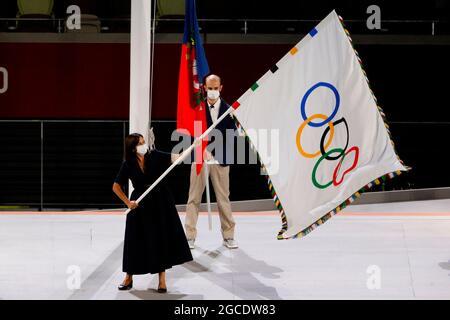 Tokyo, Giappone. 8 agosto 2021. Tokyo, Giappone. 8 agosto 2021. Il sindaco di Parigi Anne Hidalgo svela la bandiera olimpica durante la cerimonia di chiusura dei Giochi Olimpici di Tokyo 2020 allo Stadio Olimpico di Tokyo, Giappone, il 08 agosto 2021. Parigi ospiterà i Giochi Olimpici del 2024. Credit: Lavandeira Jr Credit: EFE News Agency/Alamy Live News/EFE/Alamy Live News