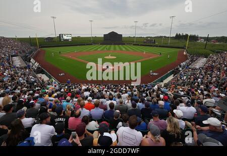 Dyersville, Stati Uniti. 12 agosto 2021. Chicago White Sox lanciatore Lance Lynn (33) consegna il primo campo contro i New York Yankees durante il MLB Field of Dreams Game a Dyersville, Iowa, giovedì 12 agosto 2021. Photo by Pat Benic/UPI Credit: UPI/Alamy Live News