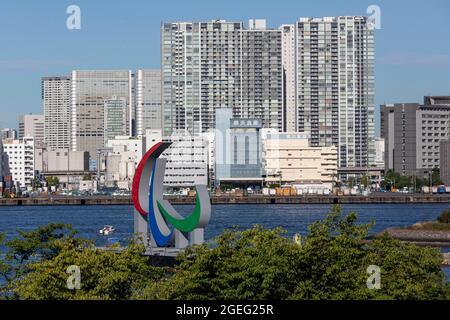 Tokyo, Giappone. 20 ago 2021. Un simbolo Paralimpico è visto installato al parco marino di Odaiba il 20 agosto 2021 a Tokyo, Giappone. Le Paralimpiadi di Tokyo saranno in corso il 24 agosto e avranno inizio fino al 5 settembre con molte delle stesse misure del coronavirus dei Giochi Olimpici. (Foto di Yuichi Yamazaki/POOL/SOPA Images/Sipa USA) Credit: Sipa US/Alamy Live News