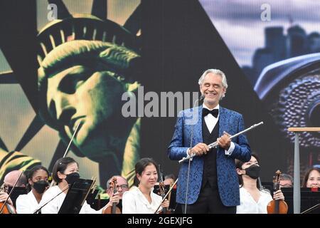 Andrea Bocelli, sul palco in partecipazione per NOI AMIAMO NYC: The Homecoming Concert, Great Lawn in Central Park, New York, NY 21 agosto 2021. Foto di: Kristin Callahan/Everett Collection