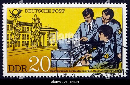 GERMANIA - CIRCA 1981: Un francobollo stampato in Germania mostra School of Engineering, Lipsia, circa 1981