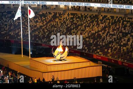 Tokyo, Giappone. 24 agosto 2021. Il calderone si illumina durante la cerimonia di apertura dei Giochi Paralimpici di Tokyo 2020 a Tokyo, Giappone, 24 agosto 2021. Credit: Zhang Cheng/Xinhua/Alamy Live News