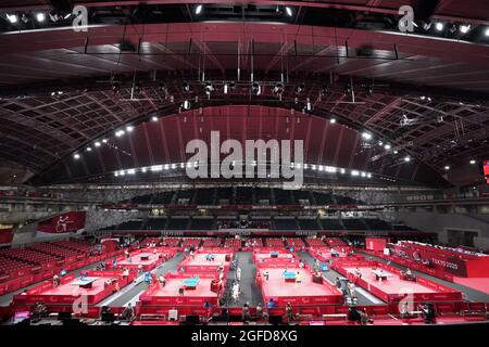 Tokyo, Giappone. 25 ago 2021. Paralimpiadi: Para ping pong, preliminari, uomini, single, Tokyo Metropolitan Gymnasium. Panoramica della sede. Credit: Marcus Brandt/dpa/Alamy Live News