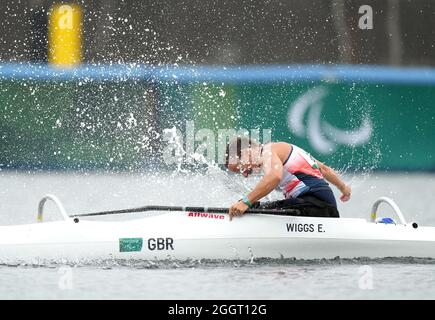 Emma Wiggs della Gran Bretagna celebra la vittoria della medaglia d'oro nella Va'a Single 200m - VL2 finale A della Sea Forest Waterway durante il giorno dieci dei Giochi Paralimpici di Tokyo 2020 in Giappone. Data foto: Venerdì 3 settembre 2021.