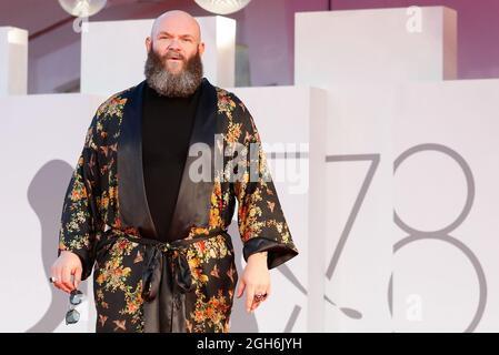 Il 78° Festival del Cinema di Venezia - Filming Italy Best Movie Award - Red carpet Arrivi - Venezia, Italia, 5 settembre 2021 - Actor Darko Peric Poses. REUTERS/Yara Nardi