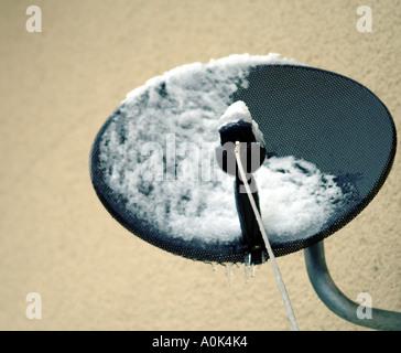 Parabola satellitare Televisione comunicazione televisiva telly piatto tv sky tv digitale la tecnologia tv mass Foto Stock