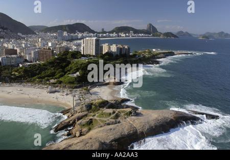 Vista aerea della spiaggia di Copacabana a Rio de Janeiro Foto Stock