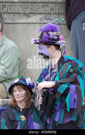Morris ballerini prendendo una pausa a Winchester Mayfest 2007 Foto Stock