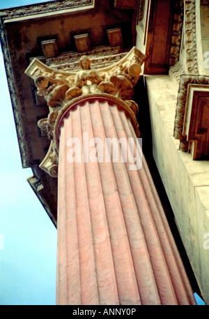 Gli intramontabili le sculture che ornano il Palazzo delle Belle Arti di San Francisco, California, Stati Uniti Foto Stock