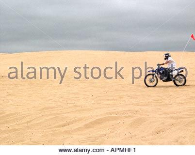La sporcizia Biker Oceano Dunes State Park California Foto Stock