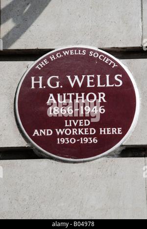 Lapide segna il luogo in cui l'autore H G Wells ha vissuto e lavorato in Baker Street London Foto Stock
