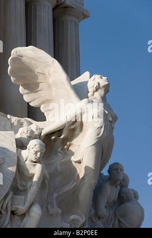 Dettaglio di una femmina di angelo su un Art Deco statua del coloniale Monumento a Maximo Gomez a La Habana Vieja Foto Stock