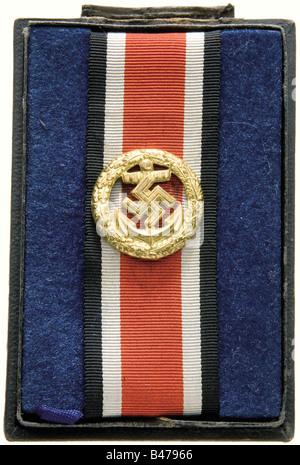 Un onore rotolo fermatura della Marina., dorato versione tombac, cavo stampato a foglia di quercia corona, con un Foto Stock