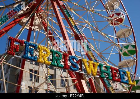 Fiera ruota panoramica sul clock tower square a V&A Waterfront, Città del Capo SUD AFRICA Foto Stock