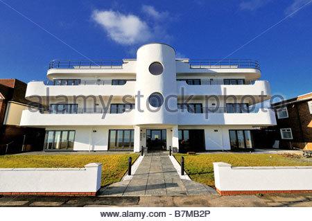 Un nuovo blocco di appartamenti a Frinton on-mare costruito in stile Art Deco Foto Stock