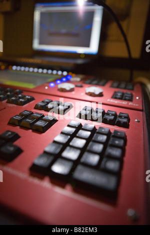 Console di illuminazione per il concerto di lighting design, lighting designer studio Foto Stock