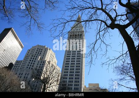 La vita metropolitana edificio con i suoi itinerari segreti di palazzo ducale in un Madison Avenue in New York Foto Stock