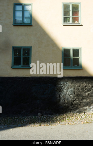 Stoccolma, Svezia, edificio metà in ombra Foto Stock