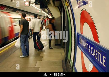 Elephant e Castle - Stazione Metropolitana di Londra Foto Stock