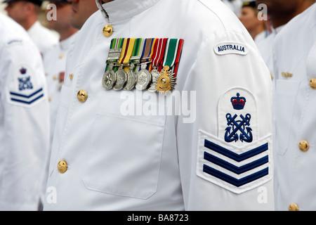 Medaglie sul petto di un membro della Marina Australiana. Foto Stock