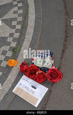 John Lennon memorial Strawberry Fields Central Park di New York NY USA Foto Stock