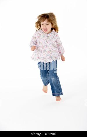 Giovane ragazza in esecuzione in studio Foto Stock