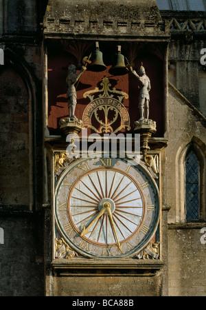 """Cattedrale di Wells orologio sul nord inscritto NEQUID PEREAt - 'lasciare nulla vada perduto"""". Gotico inglese. Foto Stock"""