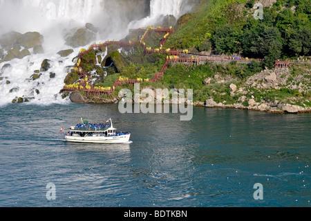 La Domestica della Foschia barca con i turisti, le Cascate del Niagara, Canada Foto Stock