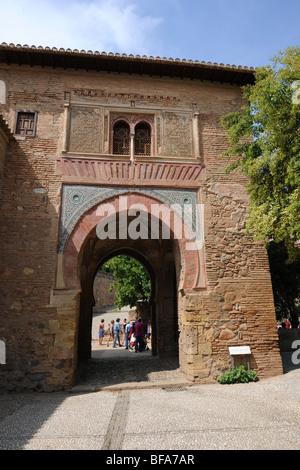 La facciata est del vino Gate (Puerta del Vino) l'Alhambra di Granada, Andalusia, Spagna Foto Stock